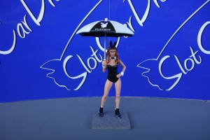 SW Grid Girl Playboy Gena mit Sonnenschirm