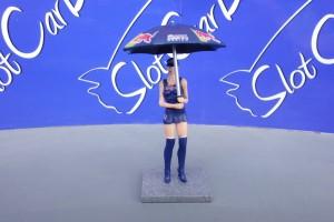 SW Grid Girl Red Bull Racing Kathleen mit Sonnenschirm