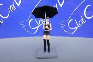 SW Grid Girl Monster Laly mit Sonnenschirm